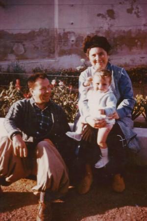 Pascale avec son père et sa mère